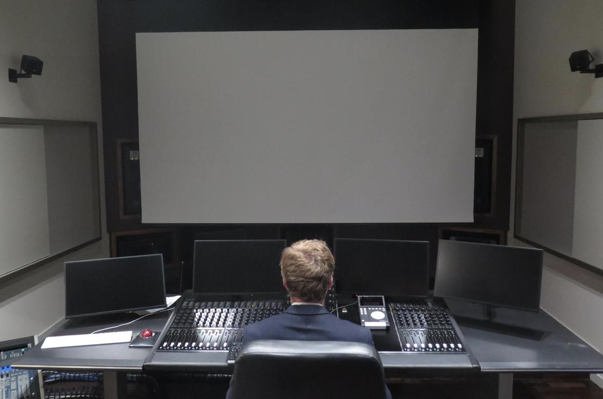 Le studio d'enregistrement est équipé d'un écran transonore